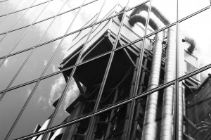 Lloyd's_building_reflected_in_Willis_Lime_st_London